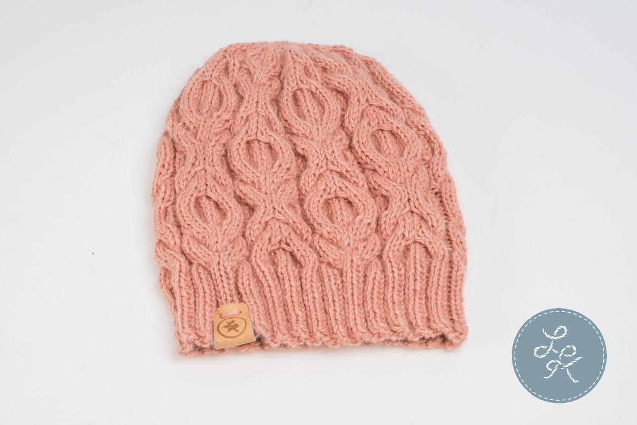 Вязание шапки с поперечной косой 22
