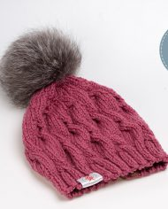 hat_plaits_cranberry_pompon02