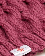 hat_plaits_cranberry_pompon03
